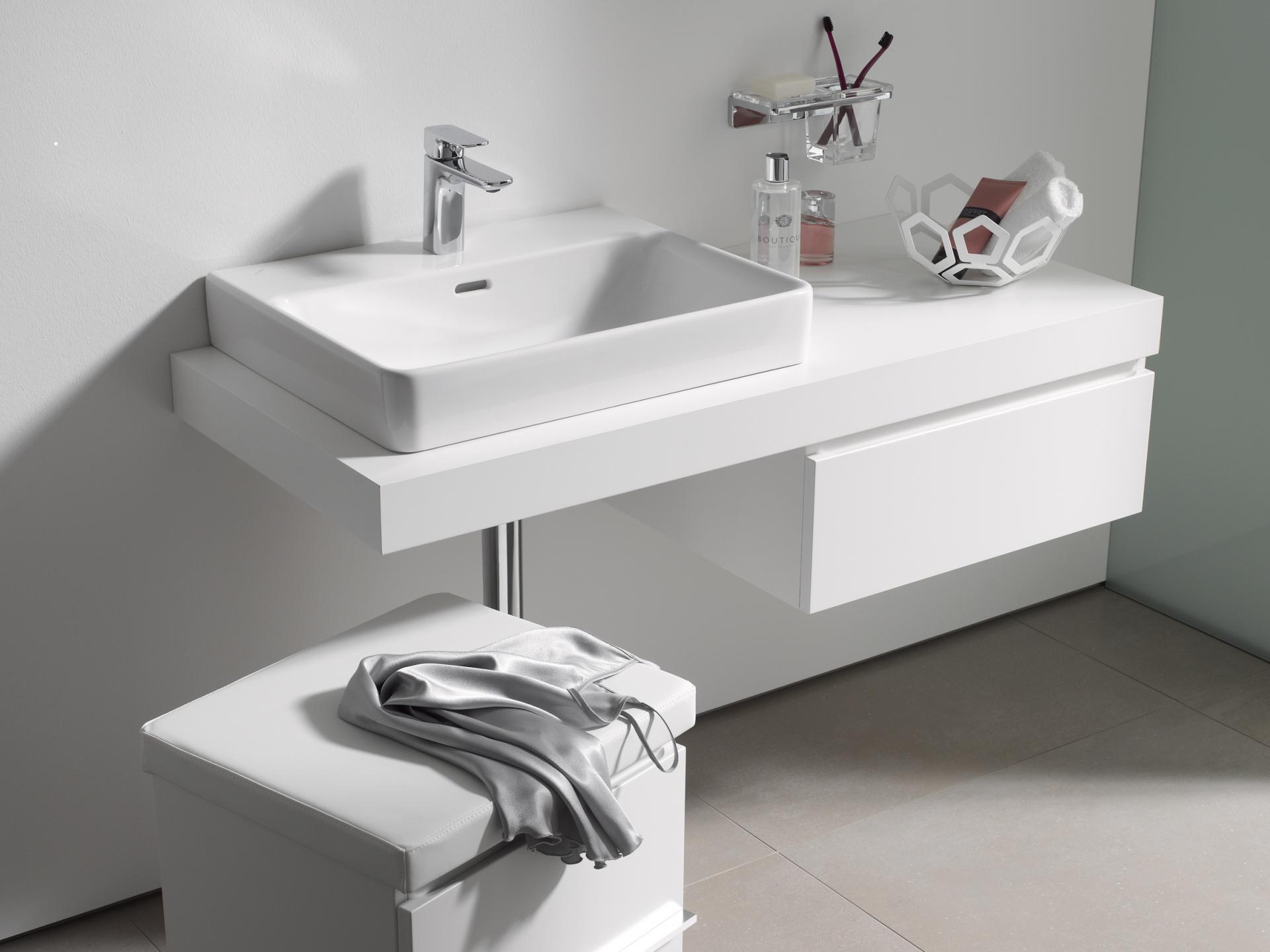 laufen stilinga vonia. Black Bedroom Furniture Sets. Home Design Ideas